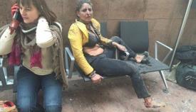 Τραυματίας στο αεροδρόμιο των Βρυξελλών λίγο μετά την τρομοκρατική επίθεση της 22ας Μαρτίου 2016.