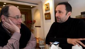 Ο Ρένος Χαραλαμπίδης με τον καλλιτεχνικό συντάκτη Γιώργο Πισσαλίδη.