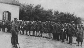 Κατάληψη της Λάρισας το 1917: Έλληνες αιχμάλωτοι.