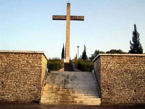 Το μνημείο των θυμάτων της Σφαγής του Μελιγαλά.