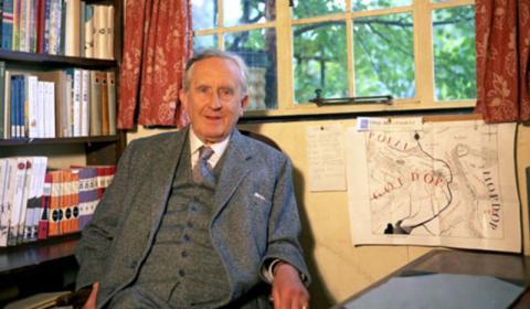 Τζ.Ρ.Ρ. Τόλκιν (1892-1973).
