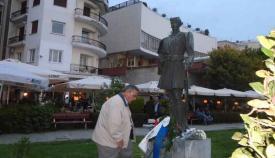 18.10.2015: Ο Γιάννης Κουριαννίδης καταθέτει στεφάνι στο μνημείο του Παύλου Μελά.