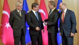 Ο πρωθυπουργός της Τουρκίας Αχμέτ Νταβούτογλου στις διαπραγματεύσεις με την Ευρωπαϊκή Ένωση.