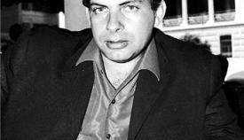 O Νίκος Κούνδουρος φωτογραφίζεται στο «Ζώναρς».