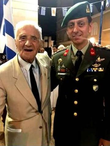 Ο προσφάτως εκλιπών ταξίαρχος ε.α. Παναγιώτης Σταυρουλόπουλος, διοικητής του στρατοπέδου ΕΛΔΥΚ το 1974, και ο συνταγματάρχης (ΠΖ) Προκόπιος Μαυραγάνης.